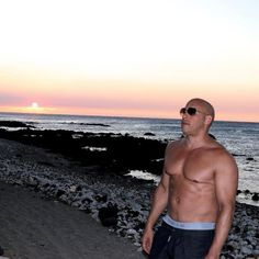 "View Vin Diesel posted this photo with the caption, ""Xander Zone. pictures and other Vin Diesel Shows Off His Six Pack photos at ABC News Paul Walker, Vin Diesel Shirtless, Shirtless Actors, Movie Sequels, Movies, Dont Let The Sun, Dom And Letty, Dominic Toretto, Handsome Black Men"