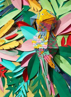 """Mlle Hipolyte criou """"Tropical Jungle"""", uma selva tropical composta inteiramente por pedaços de papel de várias cores vibrantes, cortados à..."""