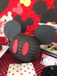 Tons of Mickey Mouse party ideas Mickey Mouse Bday, Mickey Mouse Clubhouse Party, Mickey Mouse Parties, Mickey Party, Mickey Mouse Birthday, Mickey Head, Miki Mouse, Disneyland Birthday, Party Themes For Boys