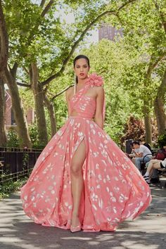 Prabal Gurung Resort 2022 Collection   Vogue Spring Summer, Summer Time, Capsule Outfits, Prabal Gurung, Yellow Fashion, Fashion Show, Fashion Design, Fashion Wear, Party Looks