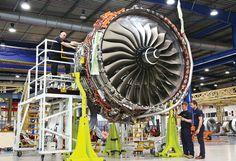 Riduzione di sprechi di materiale ed emissioni di carburante, taglio dei tempi di produzione del 30% a vantaggio di maggior tempo per la progettazione: Rolls-Royce si prepara a volare stampando in 3D il più grande componente #aerospaziale mai realizzato!  #3dprinting #aerospace