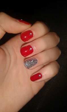 Red glitter nails #red #nails #nailart #glitters #silver