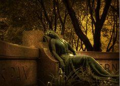 Belas esculturas de cemitério 14