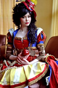 Amazing steampunk Snow White cosplay by cassowarymarie. Photo by TeaTimeCostuming at Megacon 2014.