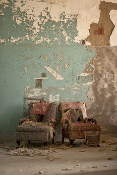 Friends with benefits, abandoned Abandoned Cities, Abandoned Mansions, Abandoned Houses, Old Houses, Wabi Sabi, Friends With Benefits, Of Wallpaper, Old Things, Canvas