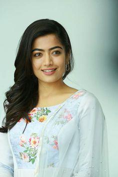 Beautiful Girl Hd Wallpaper, Beautiful Girl Photo, Beautiful Girl Indian, Most Beautiful Indian Actress, Stylish Girl Images, Stylish Girl Pic, Beauty Full Girl, Cute Beauty, Beautiful Bollywood Actress