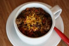 It's snowing...again. Time for the crock pot! #GF Easy Crock Pot Chili Recipe from Lynn of Lynn's Kitchen Adventures