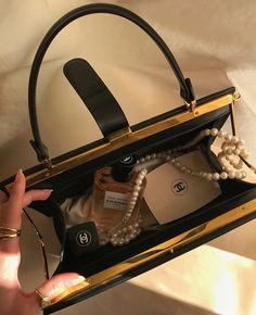 Uploaded by 🍸🥟. Find images and videos about aesthetic, makeup and luxury on We Heart It - the app to get lost in what you love. Boujee Aesthetic, Aesthetic Photo, Inside My Bag, What In My Bag, Luxe Life, Rich Girl, Coco Chanel, My Bags, Hermes Kelly