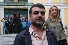 """Kostas Vaxevanis, le journaliste qui a publié la liste de 2000 détenteurs grecs d'un compte HSBC en Suisse que le gouvernement affirmait avoir égarée, passe ce jeudi en jugement pour """"publication de données personnelles"""". Il risque 5 ans de prison mais ne regrette rien."""