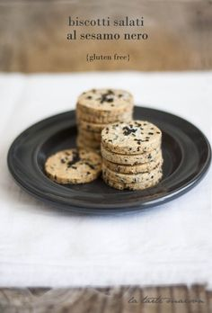 Biscotti salati al sesamo nero
