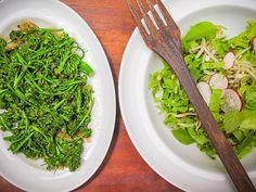 Salada quente de brócolis