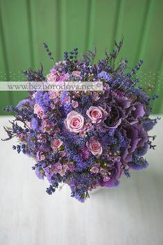 Сиреневый свадебный букет в стиле прованс с лавандой и розовыми розами