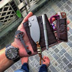 "@KnifeEDC / Krit 鄭俊傑 บน Instagram: "" #knifeedc  #handdump #handcheck #knives #knifetography #knifeaddict #knifelife #knifepics #knifeporn #knifenuts #knifestagram #knifecommunity #knifefanatics #knifecollection #knifephotography #knifeobsession #customknives #bladeporn #knifegasm #usnstagram #usn #everydaycarry #everydaydump #pocketdump #pocketknife #edcshowcase #edcpocketdump #everyday_carry #edcdaily #edclife"""