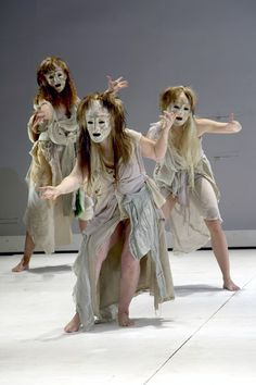 Traditional Greek chorus masks by Thanos Vovolis. The chorus would often wear a uniform mask to show that they are representing one person. In MEDEA the chorus would be Medea's thoughts coming to life. Shakespeare, Greek Chorus, Greek Plays, Ancient Greek Theatre, Mime, Greek Tragedy, Greek Culture, Theatre Costumes, Scenic Design