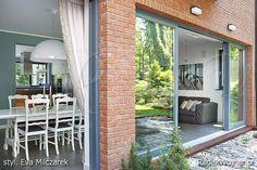 Strona fotografa Radka Wojnara poświęcona wnętrzom w stylistyce łączącej klasyczne i nowoczesne elementy oraz innym stylom wnętrz mieszkalnych Modern Interiors, Windows, Modern Home Design, Interior Modern, Ramen, Contemporary Interior, Window