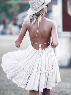 Mary+Seng+goes+boho+with+this+cute+summer+dress.+Dress:+Free+People,+Hat:+Urban+Outfitters