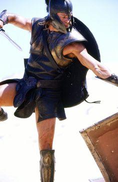 Brad Pitt in Troy Bard Pitt, Troy Movie, The Legend Of Heroes, Trojan War, Greek And Roman Mythology, Cinema Film, Handsome Actors, Ancient Greece, Sexy Men