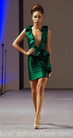 #moteuke #couture #stil #design #modell #kvinne #mote #fashion #2013 #marisolhenriquez #grønn #kjole #utringning #frynser