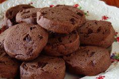 Αφράτα μπισκότα ελαιολάδου με κακάο και ρούμι - Νέα Διατροφής
