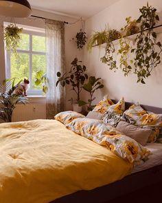 Major home decor inspo at your service. Dream Rooms, Dream Bedroom, Magical Bedroom, Romantic Bedroom Decor, Room Ideas Bedroom, Bed Room, Bedroom Inspo, Aesthetic Room Decor, Aesthetic Art