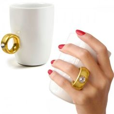 22 Gadgets Frikis que querrás para ti - Taza anillo con diamante. #gadgets #gadgetsfrikis #regalosoriginales #curiosidadesc