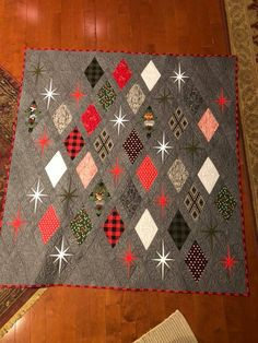 Can let Christmas prints shine with neutral background, while incorporating star… – Quilt Patterns Star Quilts, Scrappy Quilts, Mini Quilts, Lone Star Quilt, Owl Quilts, Christmas Quilting Projects, Christmas Quilt Patterns, Christmas Colors, Small Quilt Projects