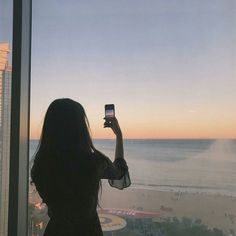 ◌⑅⃝●⋆Black.D⋆●⑅◌looks iphone screen replacement, san diego sunset photography Korean Aesthetic, Aesthetic Photo, Aesthetic Girl, Aesthetic Pictures, Ulzzang Korean Girl, Cute Korean Girl, Tumblr Photography, Girl Photography Poses, Tmblr Girl