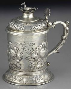CAUGHT IN SILVER  BY SIGMUND Bierfreund, NUREMBERG, 1681-1685 AND SUBSEQUENT  On pedestal engraved with flowers (posterior), the body rejected garlands of fruits and flowers wrapped, wrapping the handle in with masculine term, the hinged lid with plug in bird punches: city, master goldsmith and striche