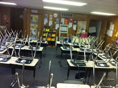 The High-Tech Teacher: Stuff Students Say and Other Classroom Treasures: Maximizing Space in a Portable Classroom Portable Classroom, Classroom Desk, Spanish Classroom, Classroom Setting, Future Classroom, School Classroom, Classroom Organization, Classroom Management, Primary Classroom