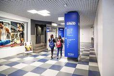 Iluminación tiendas Barcelona – Centro Comercial DAVID Barcelona – Espacio en Blanco - Avanluce  #iluminaciontiendas #iluminacioncentroscomerciales #iluminacionmoderna #diseñotiendas #tiendasdiseño