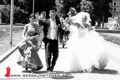 Foto- und Videoaufnahmen für eure Hochzeit! Weitere Beispiele, freie Termine und Preise findet ihr hier: www.sergejmetzger.de Bei Fragen einfach melden ;-) 410