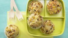 Pikant und würzig: Pizza-Muffins Kindersnack (4-6 Jahre) | http://eatsmarter.de/rezepte/gruenkohl-avocado-salat-mit-goji-beeren-dazu-granatapfel-kumquat-dressing