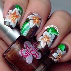 Instagram photo by tymaria78 #nail #nails #nailart Creative Nail Designs, Pretty Nail Designs, Creative Nails, You're Beautiful, Beautiful Nail Art, Gorgeous Nails, Nail Flowers, Flower Nails, Amazing Nails
