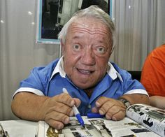 """Kenny Baker Kenny Baker, who brought R2-D2 to life in six """"Star Wars"""" films over almost four decades, died on August 13, 2016. He was 81."""