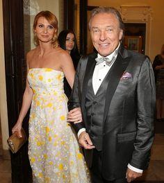 Karel Gott, Strapless Dress Formal, Formal Dresses, Celebrity, Fashion, Cinema, Dresses For Formal, Moda, Formal Gowns