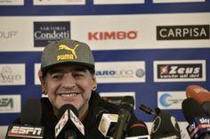 """Diego Maradona e Alesandro Siani presentano """"Tre volte 10"""""""
