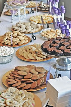 my reception will be mostly desserts.....since it's going to start at 8pm.....SOOOOO me!  :)