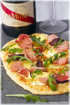 Maistuis varmaan sullekin!: Pizza bianco viikunoilla, Brie-juustolla ja kylmäsavustetulla palermonpossulla