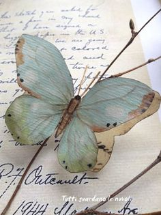 Tutti guardano le nuvole: My handmade paper butterflies painted