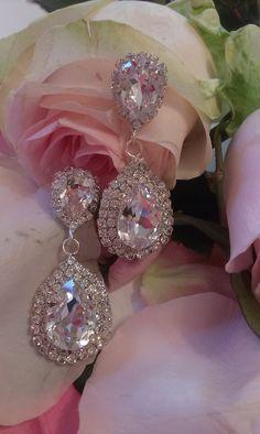 Hanging earrings in a transparent shade - Feliz Natal 1609 Hanging Earrings, Ornament Wreath, Diamond Earrings, Feminine, Bling, Classy, Shades, Detail, Swarovski