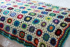 Flowers in the Snow Afghan, original pattern by Solveig Grimstad Baby Afghan Crochet, Knitted Afghans, Knit Crochet, Crochet Crafts, Yarn Crafts, Crochet Projects, Textile Patterns, Crochet Patterns, Crochet Ideas