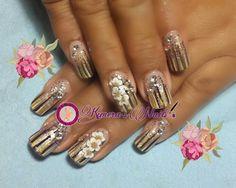 #nails #uñasbellas #uñasacrilicas #acrilycnails #uñas #diseño #kimerasmails #glitter #color #dorado #gold #chocolate #inspirado en #altysnails #white #3Dflower #3D #flores