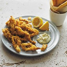 Fried Ipswich Whole Belly Clams with Tartar Sauce / Iain Bagwell Clam Recipes, Sauce Recipes, Seafood Recipes, Gourmet Recipes, Cooking Recipes, Healthy Recipes, Delicious Recipes, Mussel Recipes, Oyster Recipes