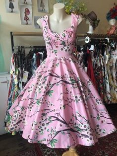 All Dresses are made in Sydney, Australia. Races Fashion, Skirt Fashion, Fashion Outfits, 50s Style Skirts, Vintage Style Outfits, Vintage Fashion, Belle Dress, Bow Belt, Rockabilly