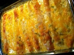 Senora's Cheesy Enchiladas with Green Chilies - Made these, once w rotisserie chicken (breasts only) then again with crockpot chicken skin-on breasts, removed skin later, these are the best sour cream enchiladas! Beef Recipes, Mexican Food Recipes, Chicken Recipes, Cooking Recipes, Recipies, Beef Tips, I Love Food, Good Food, Yummy Food