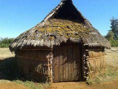 """El Museo Mapuche de Cañete  """"Ruka Kimvn taiñ Volil"""" es un museo ubicado en la ciudad de Cañete, en la Provincia de Arauco, Región del Biobío. El objetivo de este museo es rendir homenaje a la cultura del Pueblo Mapuche, resguardando su valioso patrimonio material ancestral. #ChileLindo Primitive, Gazebo, Outdoor Structures, Goal, Mud, Museums, Cities, Kiosk, Cabana"""