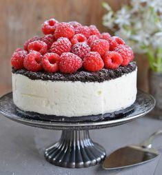 Oreo-Iskake med Bringebær Cake Recipes, Snack Recipes, Snacks, No Bake Desserts, Delicious Desserts, Norwegian Food, Scandinavian Food, Tasty Kitchen, Sugar Cravings