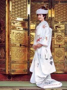 A shiromuku wedding kimono. (C)Tsuruya Bridal Salon.  Enlarge photo
