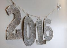 2016 (ano/números) com glitter para a decoração da Festa de Reveillon (Ano Novo) além de outros objetos para decorar. Saiba mais no blog clicando na foto!
