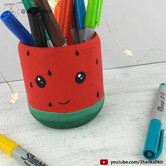 Easy Diy Crafts, Diy Crafts To Sell, Diy Crafts For Kids, Diy Room Decor Videos, Pen Holder Diy, Iphone Wallpaper Vintage Quotes, Wedding Room Decorations, Diy Plastic Bottle, Painted Jars